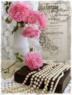 viele alte Perlenketten