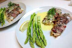 Bagt torsk i svøb med asparges og hollandaise ...