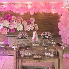 """236 curtidas, 2 comentários - Carol Mamede John (@calissafestas) no Instagram: """"Gabriela é romântica e queria balões Decoração, Projeto, Flores e Assessoria @calissafestas Acervo…"""""""