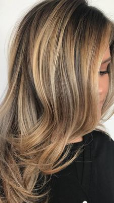 24 Long Wavy Hair Ideas That Are Freaking Hot in 2019 - Style My Hairs Brown Hair With Blonde Highlights, Honey Blonde Hair, Hair Highlights, Balayage Hair, Bayalage, Gorgeous Hair, Beautiful, Hair Color And Cut, Long Wavy Hair