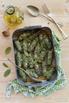 Giornata Nazionale delle ERBE AROMATICHE E SPONTANE.  #c52erbe #calendar52 #italianfoodcalendar http://blog.giallozafferano.it/chiccodiriso/rabaton-alle-ortiche-con-burro-al-limone-e-salvia/