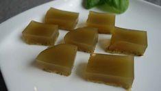 Das Rezept für selbstgemachte Limetten Drops ist denkbar einfach und schnell. Aufkochen, pürieren, Gelatine untermischen und ab in den Kühlschrank. Erfrischend!