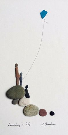Sharon Nowlan original Kunst mit Kieselsteinen und von PebbleArt Sharon Nowlan original art with pebbles and pebble art Stone Crafts, Rock Crafts, Arts And Crafts, Art Crafts, Sea Glass Crafts, Sea Glass Art, Stained Glass, Caillou Roche, Desenho Pop Art