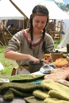 Slavic costumes and crafts, c. 8th-11th centuries. Nice kaptorga around her neck