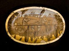 Platou din lemn, forma ovala, decorat cu schlagmetal auriu si culori acrilice.