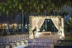 Decoração de casamento clássica no MAM Rio Wedding Stage, Wedding Goals, Wedding Themes, Wedding Events, Wedding Ceremony, Wedding Planning, Decoration Buffet, Perfect Wedding, Dream Wedding