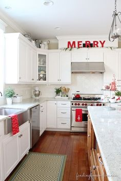 45 Unique Christmas Kitchen Decorating Ideas You Shouldn't Miss During Holiday Planning All Things Christmas, Christmas Home, Christmas Holidays, Christmas Decorations, Holiday Decor, Simple Christmas, Christmas Kitchen Decorations, Christmas Ideas, Apartment Christmas