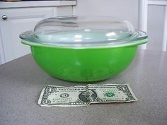 VTG PYREX MIXING/CASSEROLE BOWL W/COVER KELLY GREEN RARE COLOR 2 QT MID CENTURY!