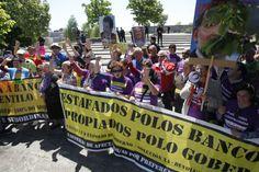 Preferentistas montan un escrache ante la residencia del presidente de la Xunta