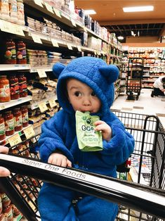 Shared by Zoé. Find images and videos about cute and baby on We Heart It - the app to get lost in what you love. Cute Little Baby, Mom And Baby, Little Babies, Cute Babies, Baby Kids, Funny Babies, Cute Baby Girl Outfits, Cute Baby Clothes, Baby Tumblr