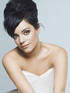 Lily Allen (I think she's so pretty! And such a sweet voice)