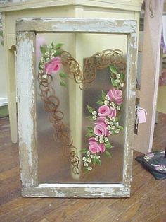 how to paint shabby chic flowers on old windows Vintage Windows, Antique Windows, Old Windows, Wooden Windows, Window Pane Art, Window Frames, Window Ideas, Window Screens, Shabby Chic Flowers