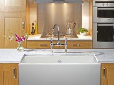 Beautiful Shaws Butler Sink from Victoria & Albert. Single Sink Kitchen, Kitchen Sink, New Kitchen, Shaws Sinks, British Bathroom, Kitchen Fitters, Butler Sink, Belfast Sink
