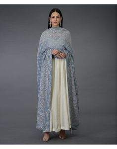 Women fashion Formal - - Women fashion Fall Outfits - - Women fashion Over 50 Boho Indian Designer Suits, Indian Suits, Indian Attire, Indian Look, Indian Ethnic Wear, Pakistani Dresses, Indian Dresses, Pakistani Bridal, Ethnic Fashion