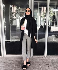 Hijab outfit with slipper-Modern and fashionable hijab outfits – Just Trendy G… – Hijab Fashion Modern Hijab Fashion, Street Hijab Fashion, Hijab Fashion Inspiration, Muslim Fashion, Modest Fashion, Look Fashion, Fashion Outfits, Modest Outfits Muslim, Winter Fashion