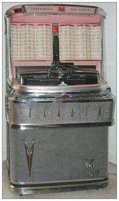 Good old jukebox Vintage Music, Retro Vintage, Vintage Stuff, Jukebox, Music Machine, Machine Age, Record Players, Phonograph, Oldies But Goodies