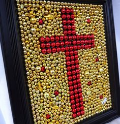 Framed Cross, Mardi Gras bead mosaic, red and gold, Christian, home… Mosaic Crafts, Bead Crafts, Diy Crafts, Mosaic Art, Mardi Gras Decorations, Beads Pictures, Mardi Gras Beads, Cross Art, Frame Crafts