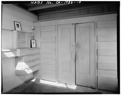 DOORS AND BUILT-IN DRAWERS, BEDROOM - Lovell Beach House, 1242 West Ocean Front, Newport Beach, Orange County, CA HABS CAL,30-NEWBE,1-10 - Category:Lovell Beach House - Wikimedia Commons