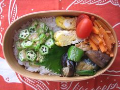 ・ナスと鶏肉のナンプラー炒め ・卵焼き ・人参のきんぴらとトマト ・ご飯となめたけおくら