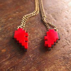 Collar de corazón pixelado