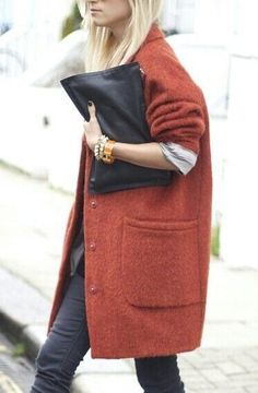 """Outfits and Looks, Ideas & Inspiration """"Our Roundup Of The Best Pouch Bags"""" . can we talk about that coat though i LOVE it - Go to Source - Style Work, Mode Style, Style Me, Looks Street Style, Looks Style, Look Fashion, Womens Fashion, Fashion Trends, Fall Fashion"""