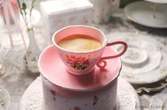 Tutorial Tuesday: How to Make an Edible Teacup and Saucer by Juniper Cakery / http://www.junipercakery.co.uk/blog