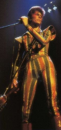 """gorgonetta: """" [Bowie on stage in the early in full glorious war paint and an even more gloriously tight bodysuit] Hello David Bowie no Auntie did not forget about you """" Ziggy Played Guitar, David Bowie Ziggy, The Thin White Duke, Major Tom, Soundtrack To My Life, Ziggy Stardust, Glam Rock, David Jones, Role Models"""