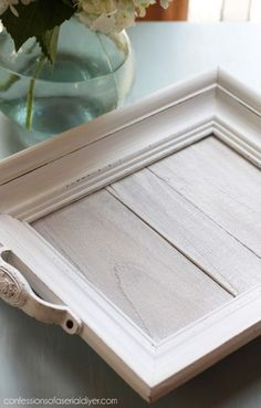 Weiß getünchtes DIY Holz Tablett, também conhecido por Rahmen- e Zaunpfosten. Geständnisse… - DIY e Selber Machen Holz Picture Frame Tray, Picture Frame Crafts, Old Picture Frames, Wooden Picture, Diy Wood Projects, Diy Projects To Try, Woodworking Projects, Woodworking Furniture, Fine Woodworking