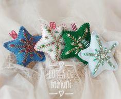 Christmas felt embroidered star/ Stelute brodate din fetru Christmas Stockings, Felt, Album, Stars, Holiday Decor, Home Decor, Needlepoint Christmas Stockings, Felting, Decoration Home