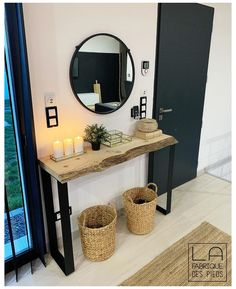 Entryway Decor 41090 This console has been manufactured with 2 tailor-made black flat iron feet. Entryway Decor 41090 This console has been manufactured with 2 tailor-made black flat iron feet. Living Room Modern, Living Room Interior, Home Living Room, Living Room Designs, Living Room Decor, Interior Livingroom, Flur Design, Hallway Designs, Entryway Decor