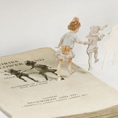 'Betty in Cloudland' (detail) book sculpture by Su Blackwell, 2007 Libros Pop-up, Wild Book, Book Sculpture, Royal College Of Art, Paper Book, Art Uk, Altered Books, Autumnal, Used Books