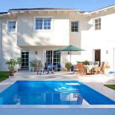 Pergola piscina piscinas de estilo clásico de san cristobal hnos constructora clásico   homify Mansions, House Styles, Outdoor Decor, Home Decor, Classic Style, Saint Christopher, Design Ideas, Pools, Interior Design