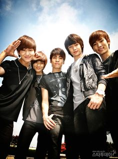 SHINee!!! They are like my most loved group T^T <3 shinee fighting!!!