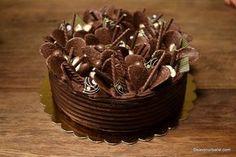 Tort cu ciocolată și mascarpone – cea mai simplă rețetă Diet Desserts, Delicious Desserts, Costco Chocolate Cake, Coconut Flour Bread, Fondant, Dessert Drinks, Something Sweet, Cheesecake Recipes, Yummy Cakes