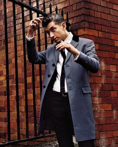 Alex Turner of Arctic Money's GQ Photo Shoot Rockabilly Man, Rockabilly Ideas, Teddy Boy Style, Greaser Style, 1950s Mens Fashion Greaser, Greaser Guys, Greaser Hair, What To Wear Today, How To Wear