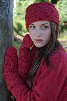Lavatera Rose Pill Box Hat with Mittens in Highland Wool PDF Download