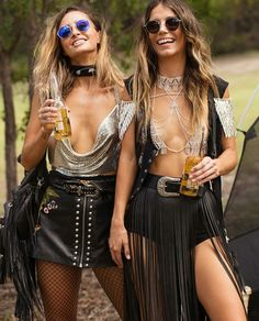 Awesome boho outfits flashy enough to turn yourself into a walking disco ball What to wear on Coachella What hairstyle to try when the festival has come? There are 30 best style ideas to try for Coachella 2018 Festival Coachella, Coachella 2018, Music Festival Outfits, Music Festival Fashion, Rave Festival, Festival Wear, Festival Outfit 2018, Festival Camping, Fashion Music