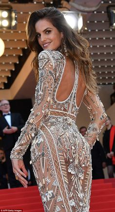 Wowzers! Izabel Goulart ensured she was at the centre of the attention on Wednesday evenin...