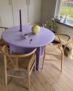Home Decor Habitacion .Home Decor Habitacion Table Violet, Purple Table, Living Room Decor, Living Spaces, Dining Room, Bedroom Decor, Aesthetic Rooms, Home And Deco, Interior Exterior