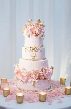 Best techniques for quinceanera decor. It can be possible to organize an incredible quinceanera with just a shoestring budget. A Quinceanera must not place you to enter debt. You can keep up with the invitations yourself, favors and floral arrangements. Glamorous Wedding Cakes, Beautiful Wedding Cakes, Beautiful Cakes, Amazing Cakes, Quinceanera Cakes, Quinceanera Decorations, Quinceanera Ideas, Quinceanera Dresses, Quinceanera Hairstyles