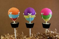 WANT! Hot air balloon cake pops.  @Emily Booth--can you figure out how to make?