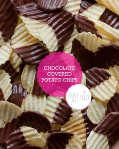 Chocolate covered potato chips are a fantastic salty/sweet snack Köstliche Desserts, Delicious Desserts, Dessert Recipes, Yummy Food, Chocolate Covered Potato Chips, Chocolate Chips, Chocolate Dipped, Melt Chocolate, Yummy Treats