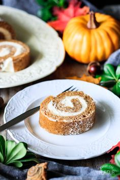 Easy Pumpkin Roll Easy Pumpkin Roll Recipe: learn how to make this easy Thanksgiving dessert from scratch! The pumpkin cake is moist with a smooth cream cheese filling. Family and friends will be impressed with this elegant, classic dessert this fall. Perfect Pumpkin Pie, Pumpkin Roll Cake, Pumpkin Pie Bars, Thanksgiving Desserts Easy, Fall Desserts, Dessert Recipes, Dinner Recipes, Dessert From Scratch, Cake Recipes From Scratch