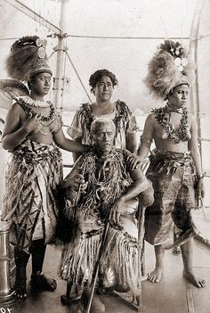Lauaki Namulauulu Mamoe and his family    Lauaki Namulauulu Mamoe, his wife Sivaotele (?) and his daughters. Lauaki became leader of the Mau, a resistance movement in Samoa. In 1909 he was arrested and exiled to Saipan. This photograph was probably taken on the german ship that brought him to exile. He never saw Samoa again.    (former wrong caption: King Mata'afa Iosefa (1832-1912), his wife Talala (Kalala) and his daughters in traditional costumes. Samoa ca. 1900. )