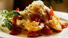 Shrimp (prawns) with roasted garlic and tomato pasta - Easy Meals with Video Recipes by Chef Joel Mielle - Shellfish Recipes, Shrimp Recipes, Pasta Recipes, Chicken Recipes, Seafood Pasta Dishes, Seafood Lasagna, Cooking Fresh Pasta, Garlic Basil Chicken, Fettuccine Pasta