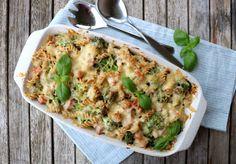 Enkel skinkegrateng med pasta og brokkoli - LINDASTUHAUG Tortellini, Feta, Quiche, Bacon, Food And Drink, Yummy Food, Breakfast, Pull Apart, Food Ideas