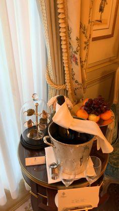 hotel room Ritz upgraded room in Paris for my birthday Whatsapp Wallpapers Hd, Paris Video, Dubai Vacation, Hotel Secrets, Paris Rooms, Mansion Interior, Paris Hotels, Hotel Suites, Paris Travel