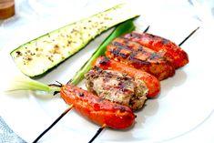 Se hvordan du laver de dejligste grillspyd med mørbrad og brunchpølser. Mørbrad marineres i to forskellige marinader, og opskriften er her.  Til grillspyd med mørbrad til fire personer skal du bruge:  1 hel svinemørbrad 12 brunchpølser  Hvidløgsmarinen laver du Tandoori Chicken, Zucchini, Vegetables, Ethnic Recipes, Pork, Veggie Food, Vegetable Recipes, Veggies, Squashes