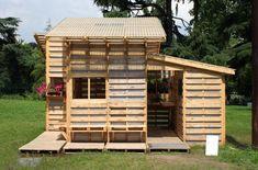 Casa de palets. Refugio de emergencia para refugiados.   #arquitectura #bioconstrucción #reciclaje  Foto: Samantha Perry