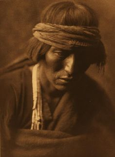 Hastobiga - Navajo Medicine Man, photogravure by Edward S. Curtis, from the permanent collections of Arizona State Museum. Native American Images, Native American Tribes, Native American History, American Indians, Man Ray, Navajo People, Tribal People, Edward Curtis, We Are The World